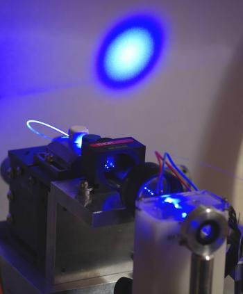 Nouvelle source laser bleue impulsionnelle pour l'excitation de protéines fluorescente en imagerie optique du vivant
