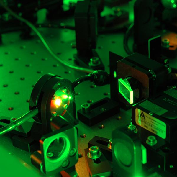 Support  et Lasers à Impulsions courtes / Support and short pulse lasers
