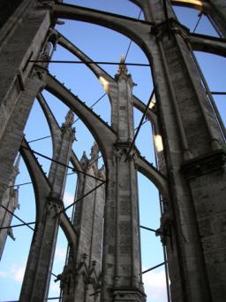 Le fer, allié de la pierre dès la conception des cathédrales gothiques